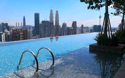 Апартаменты в Куала-Лумпуре с инфинити-бассейном и видом на башни Петронас