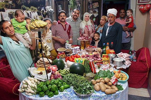 Египет: семья Ахмед из Каира Расходы на продукты питания в течение одной недели: 387,85 егип. фунтов или $ 68,53 Семейный рецепт: Okra из баранины