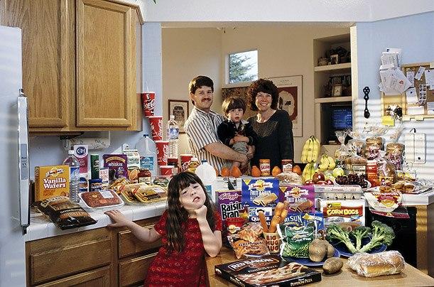 США: семья Кавен, Калифорния Расходы на продукты питания в течение одной недели: $ 159,18 Любимые блюда: говядина тушеная, ягодный йогурт мороженое с фруктами, похлебка из моллюсков, мороженое