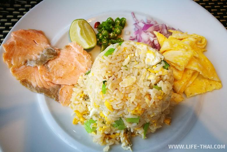 Какую еду нужно попробовать в Таиланде - жареный рис