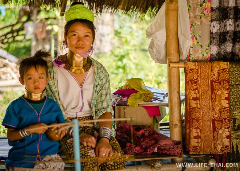 Женщины из племени каренов, Таиланд
