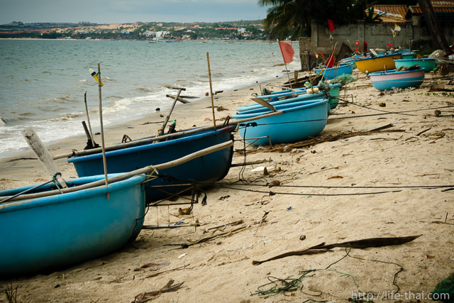 Вьетнамские лодки на берегу