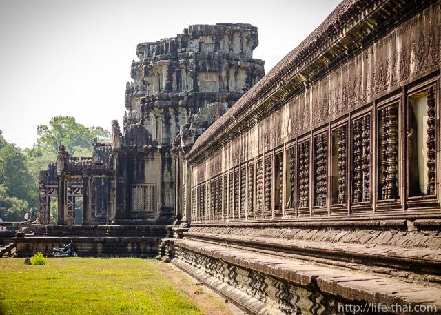 Стена вокруг Ангкор-вата
