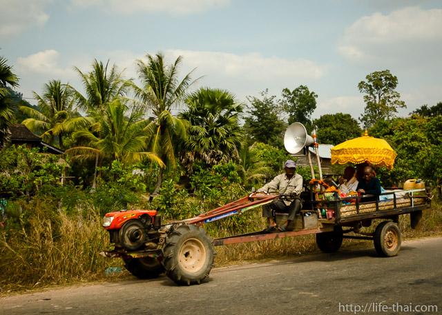 Камбоджийский трактор