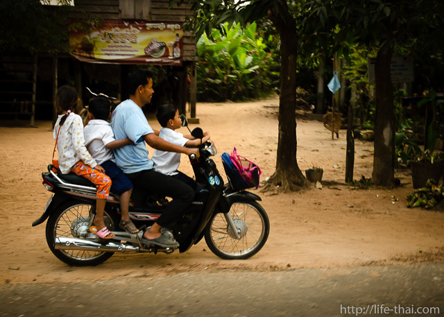 Камбоджийский мопед