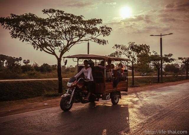 Камбоджийская мото-кибитка