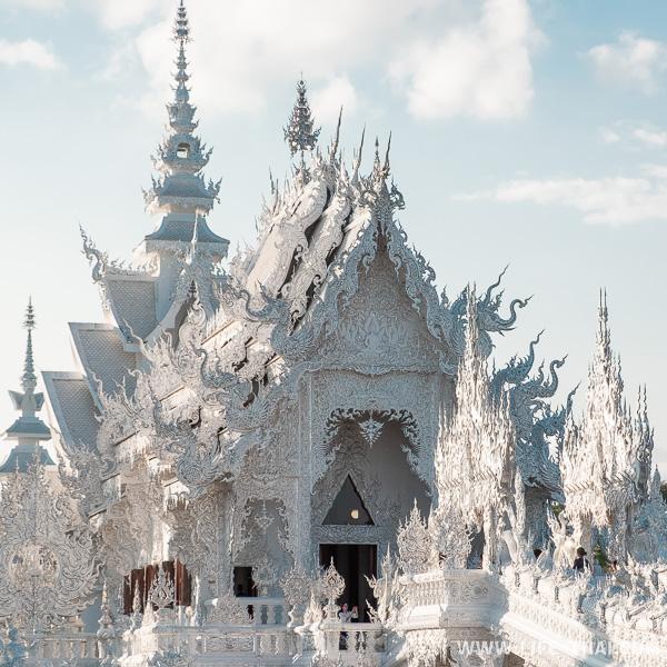 Восстановленный Белый храм в Чианграе в 2018 году
