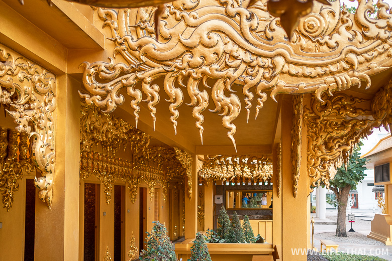 Золотой туалет в Чианграе