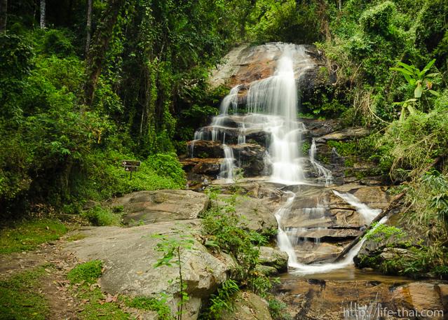Monthathan Waterfall, Doi Suthep, Chiang Mai, Thailand
