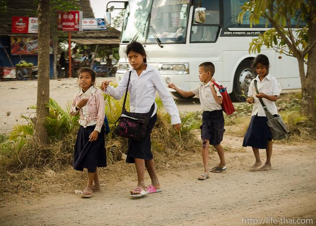 Школьники, Камбоджа