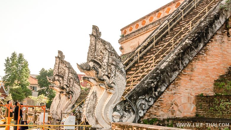 Ват Чеди Луанг - один из главных храмов Чиангмая