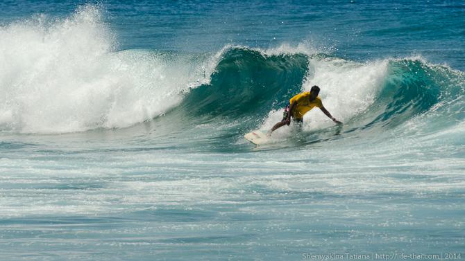 Сёрфер, Мальдивы