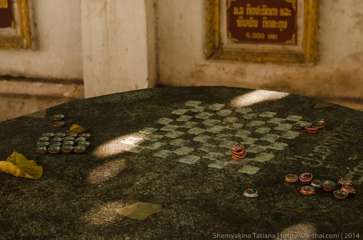 Шахматный стол, Лаос