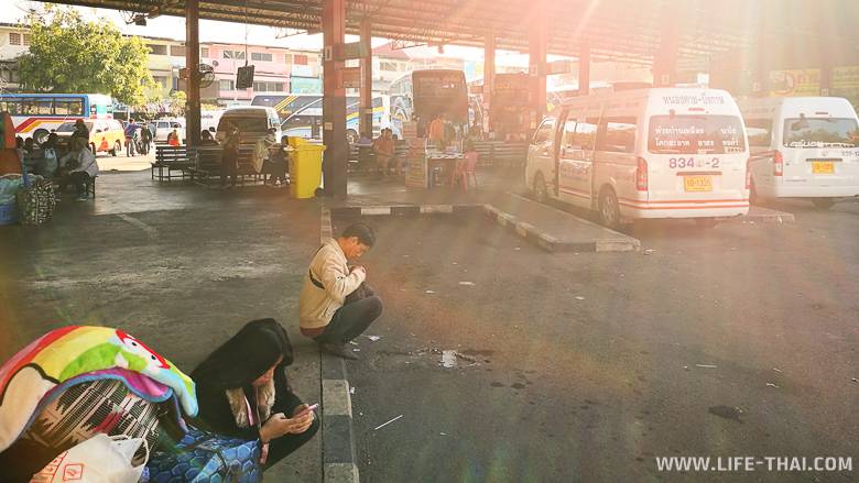 Автостанция в Нонг Кхае. Утро