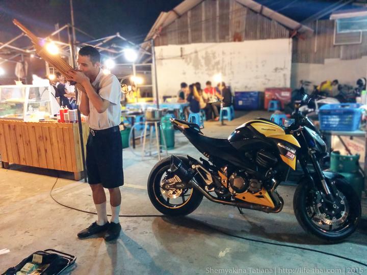 Байк, Родфаи маркет, Бангкок