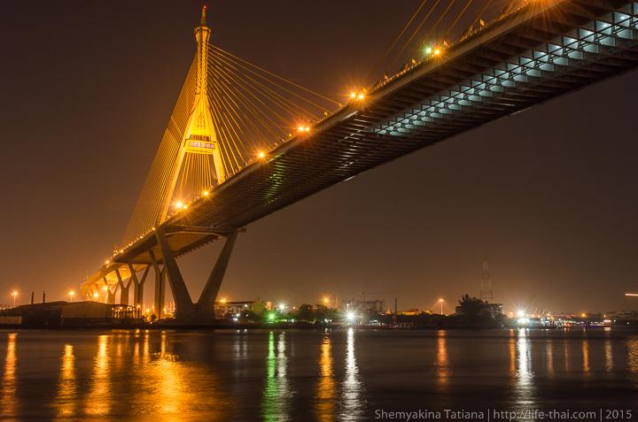 Мега мост ночью, Бангкок, Таиланд