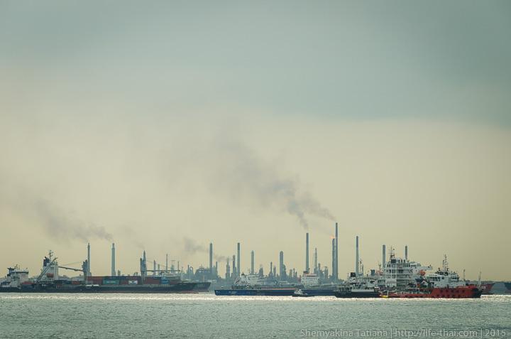 Остров Сентоза рядом с нефтеперерабатывающим заводом