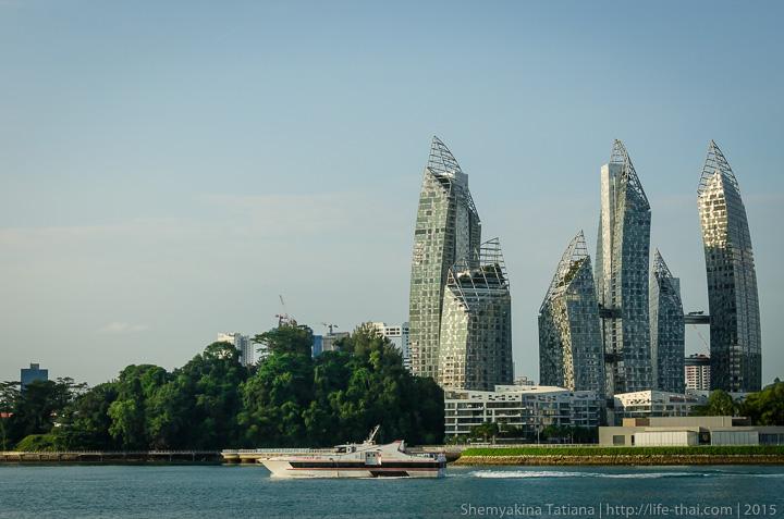 Вид на Сингапур, недалеко от океанаруима на Сентозе