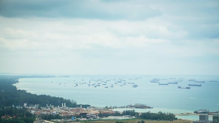 Корабли в порту Сингапура