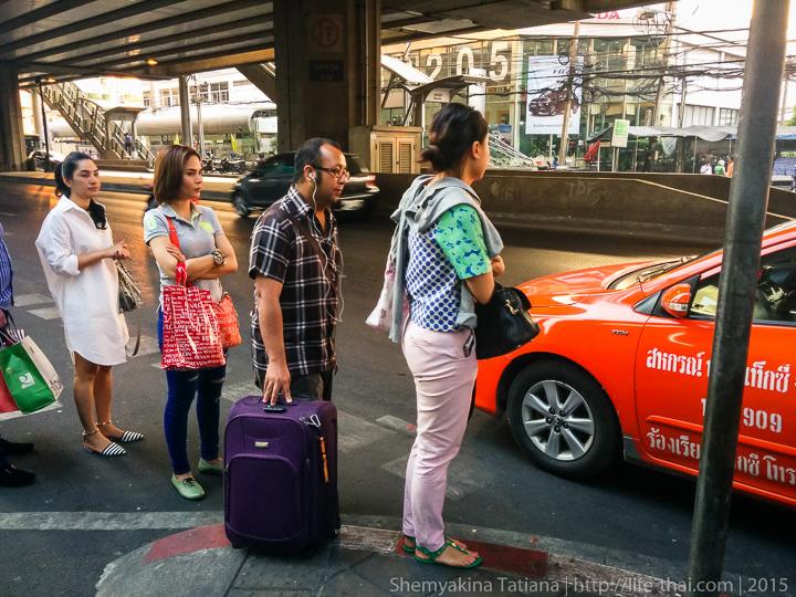 Очередь к такси, Бангкок, Таиланд