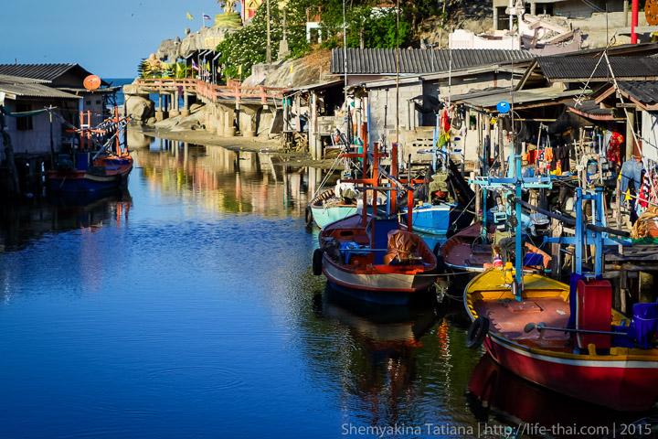 Лодки на берегу Кхао Тао, Хуа Хин
