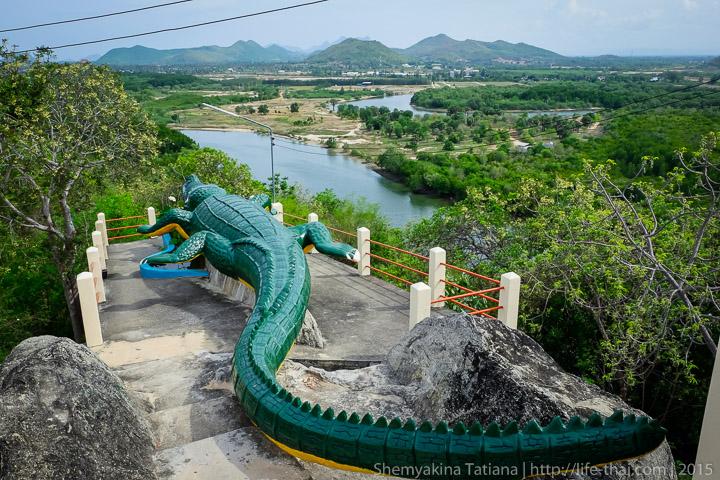 Храм с большим крокодилом, Хуа Хин, Таиланд