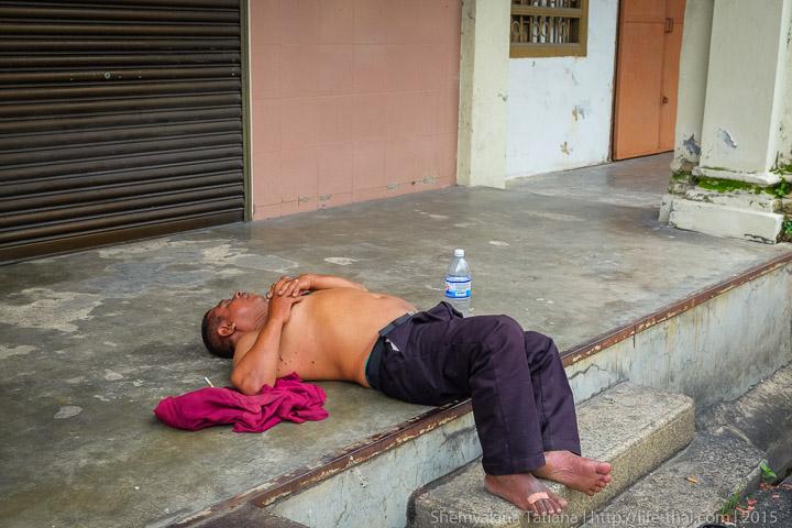 Пенанг, Малайзия, уставший местный житель