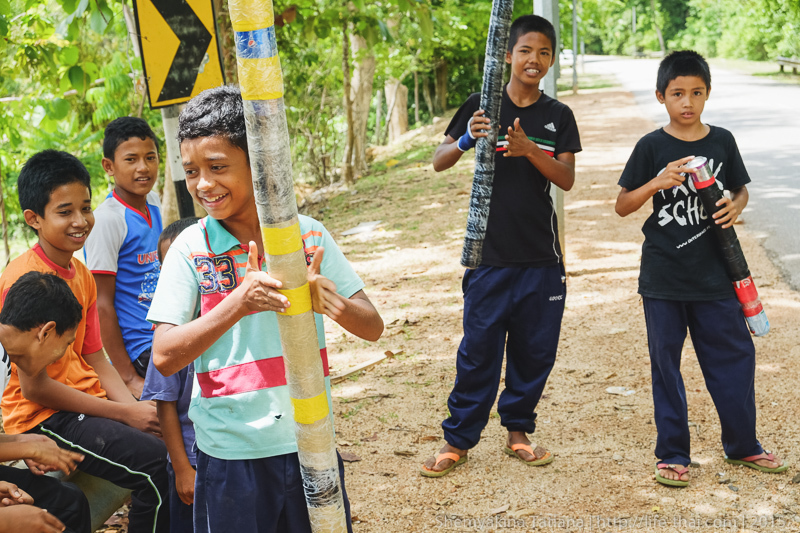 Дети с базуками, Остров Лангкави, Малайзия