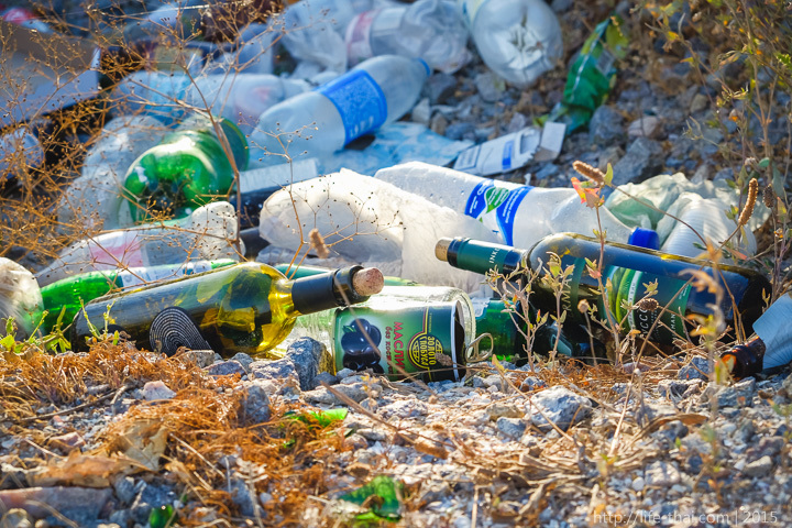 Оставляя мусор на берегу моря или где-то в горах ты думаешь, что за тобой кто-то придёт и уберёт? Нет. За тобой придёт такой же как ты. Не будь мудаком, пожалуйста. Убирай за собой мусор, ведь это не трудно.