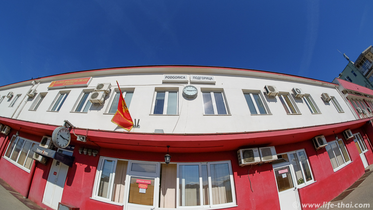 """Поезд """"Черногория-Сербия"""", вокзал в Подгорице"""