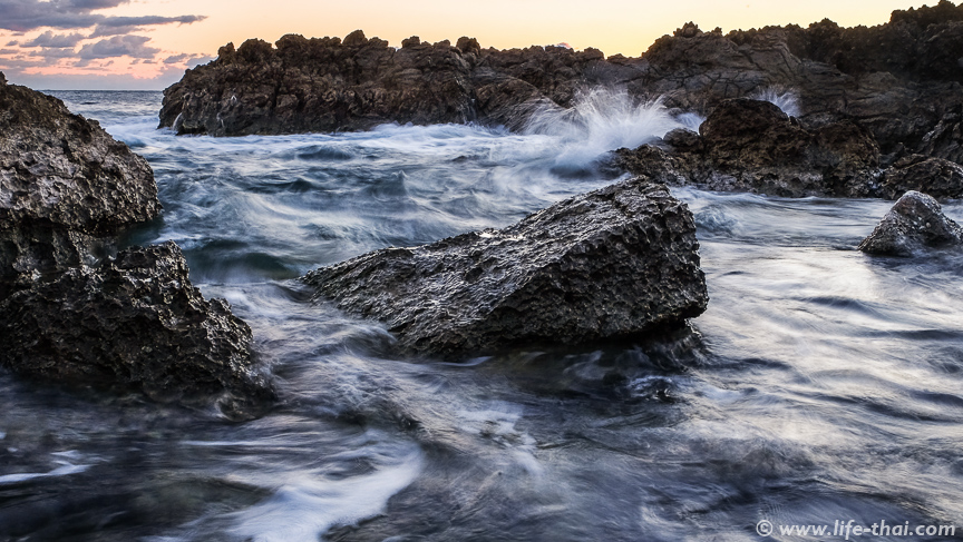 Камни на пляже Плоче, Черногория