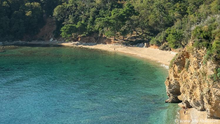 Пляж Могрен в Будве, фото и описание