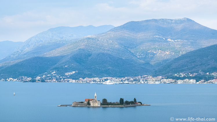 Вид на Боко-Которский залив, Черногория