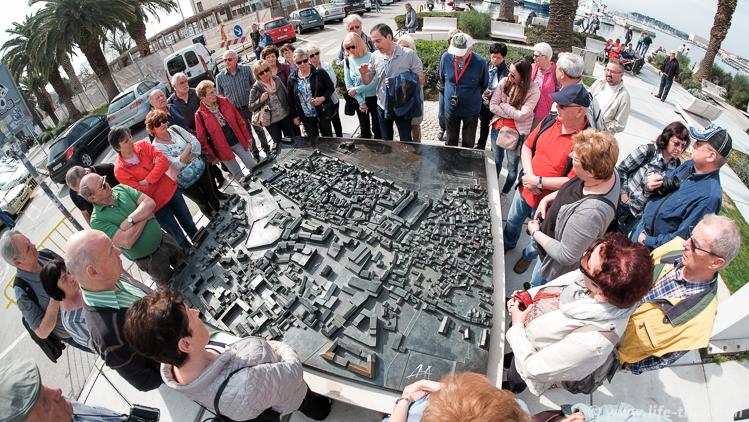 Туристы в Сплите, Набережная, Хорватия