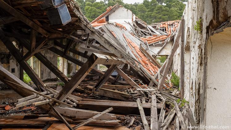 """Обрушившаяся крыша в отеле """"Гранд"""", Купари, Хорватия"""