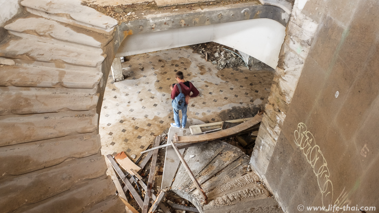 """Лестница на второй этаж, Отель """"Гранд"""", Купари, Хорватия"""