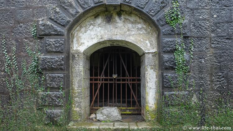 Вход в форт Врмац закрыт