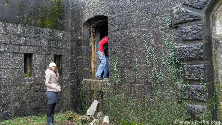 Вход в форт Врмац через окно