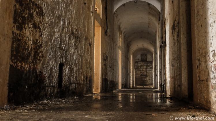 Коридоры в форте Врмац, Черногория