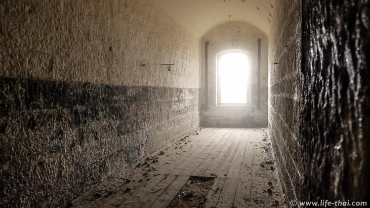 Коридор второго этажа в форте Врмац, Черногория
