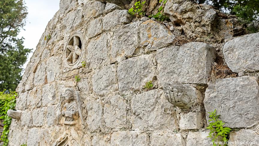 Разрушенная церковь 1680 года в Черногории