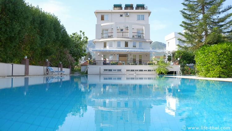 Отель в Гирне (Кириния), Северный Кипр