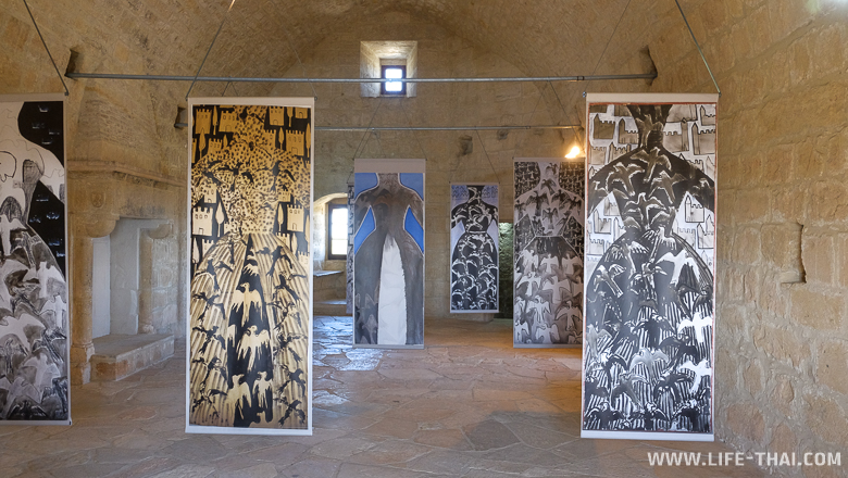 Экспозиция в одной из зал Лимассольского замка, Кипр