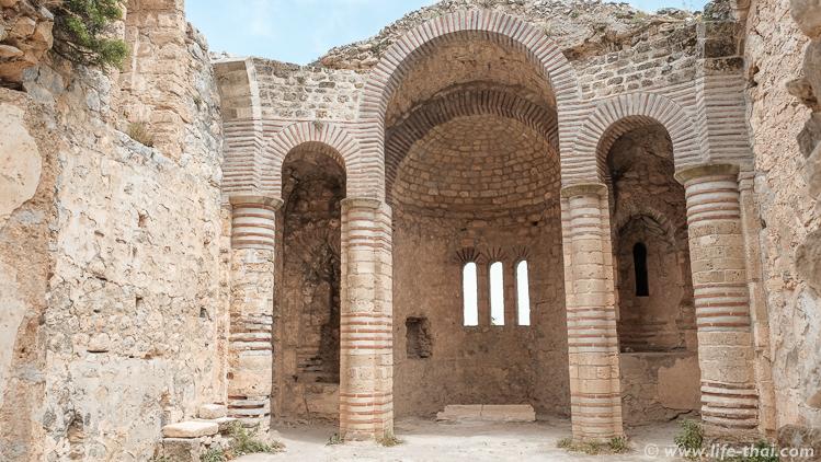 Крепость Св. Иллариона, Северный Кипр, фото