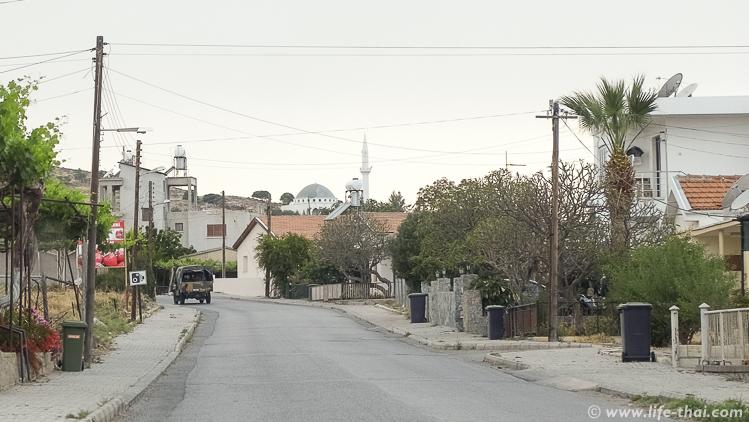 Северный Кипр, машина с военными