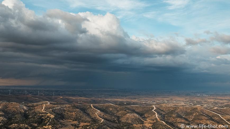 Гроза над Ларнакой, Кипр