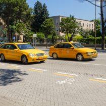 Желтый мерседесы в Тиране, Албания