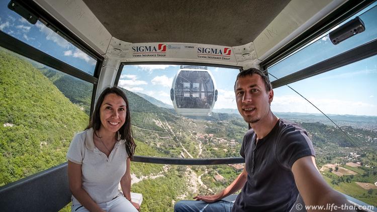 Мы в кабинке канатной дороги Даити Экспресс, Албания