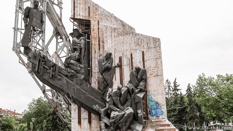 Достопримечательности Софии. Главный символ города - памятник 1300-летию Софии