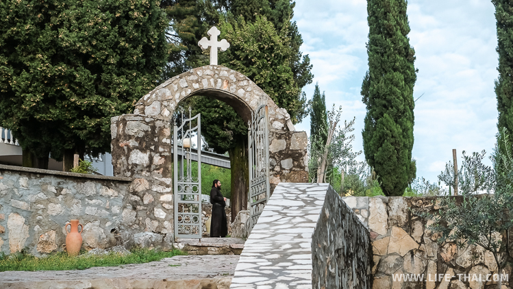 Пещерный монастырь Дайбабе около Подгорицы, Черногория